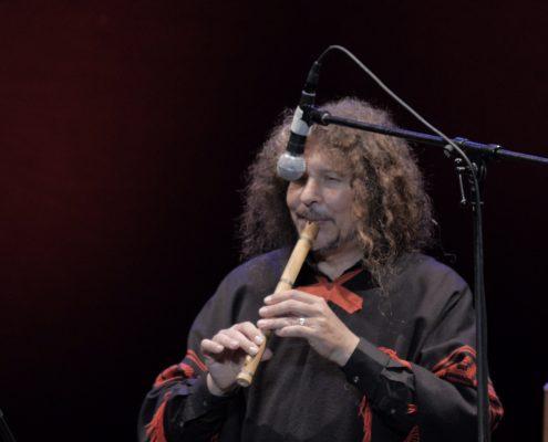 Pablo Nahual tocando la quena